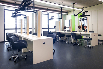 """Die Handwerkskammer in Koblenz ist eine der modernsten Ausbildungsstätten Europas. Die Einrichtung ist topmodern und der Raum großzügig und """"weit"""" konzipiert"""