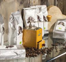 Café gestalten mit Naturholz