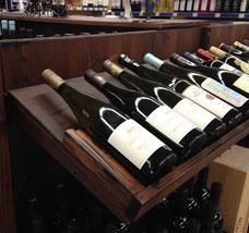 Weinfachgeschäfte im Naturholz-Design