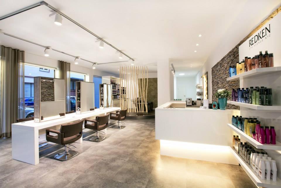 Neues Friseurerlebnis mit Mittelraumplätzen